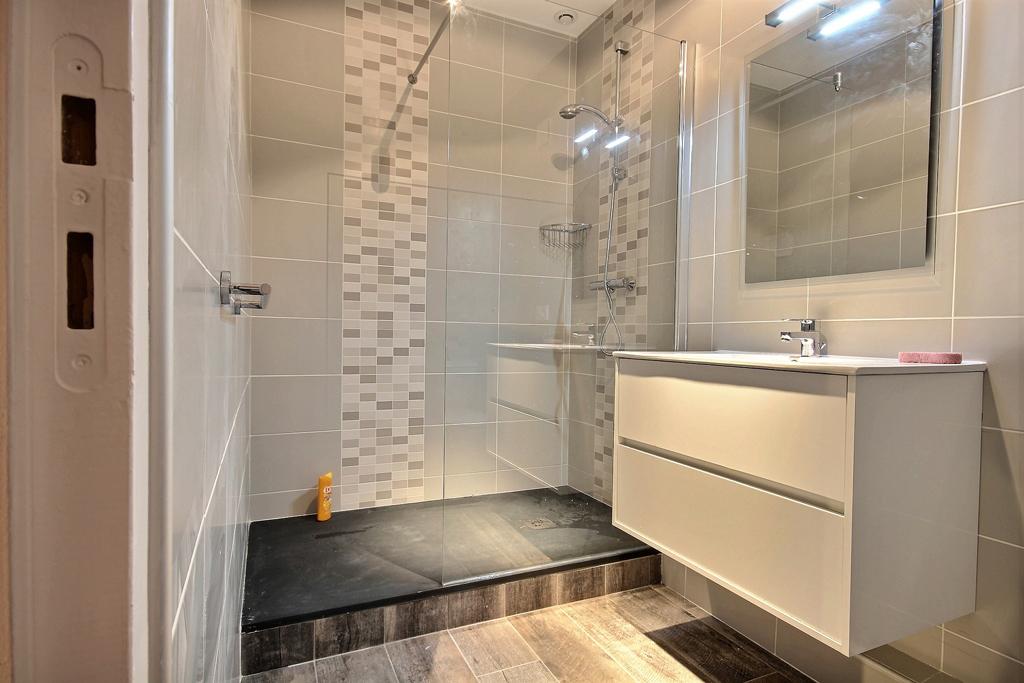 Rénovation de salle de bains réalisée par Avéo Styles & Travaux