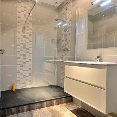 Rénovation salle de bains par Avéo Styles & Travaux